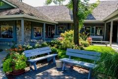 shops-garden-and-bench-full